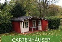 Gartenhäuser Schwedenrot / Hier findet ihr viele hübsche Gartenhäuser in Schwedenrotem Anstrich. Findet tolle Inspirationen für Euer Gartenhaus im schwedischen Design.