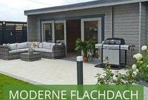 Moderne Flachdach Gartenhäuser / Das Flachdach Gartenhaus ist eine moderne Alternative zum Gartenpavillon mit Giebeldach. Ein Gartenhaus mit Flachdach ist in jedem Garten gut aufgehoben, erfüllt jegliche Erwartungen und kann zu weitaus mehr dienen als zum Unterstand und Aufbewahrungsraum von Gartenmöbeln und normalen Arbeitsgeräten. In unserer Kategorie Gartenhaus Flachdach finden Sie deshalb auch eine große Auswahl an Modellen: von 5 Eck Gartenhäusern über Design Gartenhäuser bis hin zu Gartenhäusern mit Terrasse.