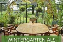 Lichtdurchfluteter Rückzugsort: Der Wintergarten / Ein Wintergarten ist aufgrund seiner Glasfronten immer ein heller, lichtdurchfuteter Ort. Oft können großeflächige Türen geöffnet werden und somit einen direkten Übergang zur Terrasse oder dem Garten schaffen. Selbst bei kühleren Temperaturen hat man im Wintergarten das Gefühl draußen zu sitzen. Man sieht: Wir <3 Wintergärten