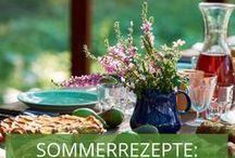 Sommerrezepte: Hallo Sonne / Endlich Sommer! Endlich Wetter, das wir von früh bis spät draußen genießen können: Sonne auf der Haut, Wind im Haar – wunderbar! An einem perfekten Sommertag wird natürlich draußen gespeist. Wir haben köstliche Sommerrezepte für leichte Gerichte und kühlende Getränke für Sie zusammengestellt, die Sie schnell und mit frischen Zutaten aus dem Garten selbst zubereiten können. Auf geht's!