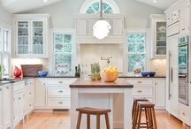 Beautiful Kitchens / by Irais Ponce