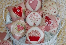 pin cushions and needle books / by Marmee P