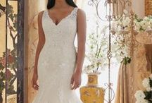 Plus Size Wedding Dresses / In-Stock Gowns Size 16W and Up