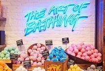 lush / the world of overpriced bath bombs, face masks and much, much more