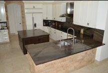 Elegant Brown Quartzite Kitchen / Elegant Brown Quartzite Kitchen