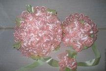 bukity z kwiatów ze wstążek