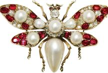 Pearl Brooches & Pins / Luxurious natural and cultured pearl brooches, pearl pins, pearl stickpins. #pearl #pearls