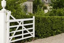 gate / gate n. - barrier, made for entrance or exit and capable of being closed