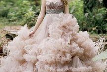 Fashion:  Cream, Off-White, Beige Attire / by Joan Nicholes