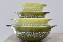 Pyrex / Vintage Pyrex kitchenware and glassware and other related glass mixing bowls, such as Anchor Hocking, Fireking, etc.