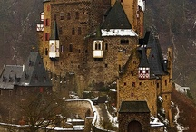 Castles, palaces and Châteaus around the world / by Monica Howkins