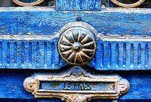 Doors | Portas / Charming doorways, grand portals and door furniture from knobs to door knockers | Portas de charme, grandes portais e puxadores lindos