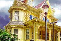 Bel architectures/en bois /original/bizzarre; voir étrange / Maisons ; ou architecture original. A vous de voir celle qui vous plait ? / by Mme Mathias Brigitte