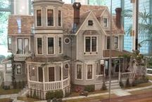 I'm a giant / Dollhouses and miniatures.