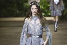 Desfiles / Desfiles e as últimas tendências das principais semanas de moda do mundo –Paris, Milão, Londres, NY e SP.