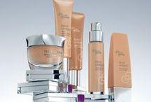 Le Teint / Retrouvez toute notre gamme maquillage pour magnifier au mieux votre teint