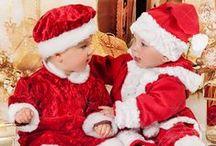 Weihnachten / ... Der Christbaum ist bereits geschmückt. Das Weihnachtsessen wird festlich und oft traditionell zubereitet. Der Weihnachtsmann verteilt am Heiligen Abend die Geschenke, über die sich vor allem die Kinder freuen. Es werden Weihnachtslieder gesungen. Sie finden bei Princessmoda für Ihre kleine Tochter ein Weihnachtskleid oder für Ihren Sohn ein Weihnachtsanzug. Für große Kinder haben wir die schönsten Festkleider und Festanzüge! So bleibt die Erinnerung an die besinnliche Zeit unvergesslich!