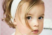Stirnbänder von Princessmoda / Ein weiteres tolles Accessoire ist ein Stirnband. Es kleidet jede Prinzessin, nicht nur zur Taufe. Wir haben für Sie viele verschiedene Bänder im Angebot: Mit Schleifen, Blümchen, zierlich oder pompös... Suchen Sie sich Ihren Favoriten passend für Ihr Taufkleid aus.