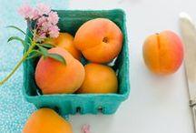 Abrikozen / Zoete abrikozen zijn heerlijk om uit de hand te eten, maar zijn ook lekker om te verwerken in (fruit)salade, gebak of jam. Doe hier inspiratie op!