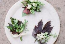 Corsages // Boutonnières / In dit board diverse inspiratie voor het gebruik van bloemen in de trouwcorsages.