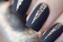 black / brown nails