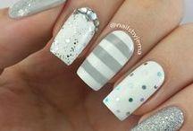 white/silver/gray sparkle nails