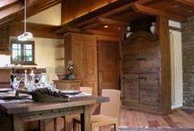 Casa Chez Soi - Courmayeur Italy / • ARCHITECT FABRIZIO GANDOLFO • Un edificio completamente rinnovato che racchiude al suo interno tanto il calore di legni pregiati quanto la freschezza di soluzioni architettoniche moderne. Realizzato partendo dagli spazi di una vecchia mansarda, l'appartamento si presenta ora come un ambiente piccolo ma molto funzionale, dove tutto ha una sua collocazione e un suo spazio di fruibilità ottimale.