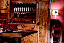 Casa Balma - Balma - Italy / • ARTE ROVERE ANTICO IN COLLABORAZIONE CON IL PADRONE DI CASA • Quest'abitazione porta dentro di sé il fascino antico della tradizione, ma regala al tempo stesso tutta la fruibilità e il comfort di una casa dei giorni nostri.   Così le moderne tecnologie degli elettrodomestici si svelano dietro alle venature intense del legno in patina originale e si fondono armonicamente con quelle lavorazioni frutto dell'esperienza e di un'autentica maestria artigiana.