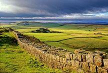 Northumberland / Northumberland, een minder bekende streek maar dat is wat ons betreft niet terecht! Mooie kastelen, de bekende Hadrians Wall... Zeker een bezoekje waard! Klik door op de foto's en je komt terecht op het DFDS blog, waar we je nog veel meer vertellen over deze regio die vaak wordt vergeleken met Toscane.