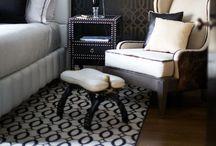 darkcolor / 大好きな白い家具を引き立たせたいなら壁はダークカラー。家具の輪郭をキリリと浮き上がらせて、空間を広げます。