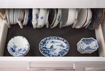 kitchen / 使いやすいキッチンは、モノが取り出し易く使う場所に正しく収納されていること。水周りの動線や火周りの動線、調理台には調理に必要なモノが縦に収納されていれば、キッチンでの動作動線は限りなくゼロへと近づきます。