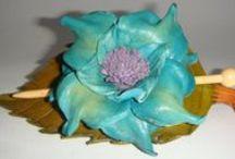 ARTESANIA EN CUERO / Artesana en cuero repujado y otros materiales                   http://cuerosyencanto.blogspot.com/