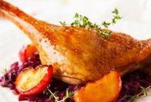 Par ici la volaille ! / De délicieuses recettes au poulet, à la dinde et autres volailles... Alors ce sera l'aile ou la cuisse ?