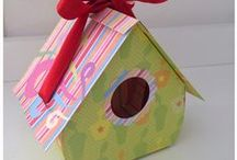 Paper Boxes, Bags and alike / bolsas e caixas de papel / Paper boxes, bags and similar items, most of them with tutorials.
