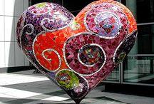 Niki de Saint Phalle / ニキ・ド・サンファル(Niki de Saint Phalle, 1930年10月29日 - 2002年5月21日)は、フランスの画家、彫刻家、映像作家。本名カトリーヌ・マリ・アニエス・ファル・ド・サンファル(Catherine Marie-Agnes Fal de Saint Phalle)