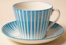 Kahvi- ja teekupit ja -pannut / Coffee and tea cups and pots
