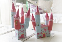DIY village / Glitter houses, putz houses, miniature houses. Printables, templates, tutorials and inspiration.