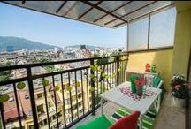 """Балкон """"Tet-a-tet"""" / Започни ново градско пътешествие като запазиш час напълно безплатно за среща, парти или барбекю с приятели на балкон, превърнат от ИКЕА в малък градски оазис.  Tet-a-tet - един балкон, идеален за двама. Гледката е към Витоша - седиш си на градинските мебели ИКЕА, пиеш кафе или бира (в зависимост какво си донесеш) и гледаш планината.  www.balkonturist.com/tet-a-tete"""