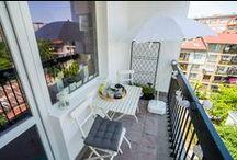 """Романтика на 6-ия етаж / Започни ново градско пътешествие като запазиш час напълно безплатно за среща, парти или барбекю с приятели на балкон, превърнат от ИКЕА в малък градски оазис. Балкон """"Романтика на 6-ия етаж"""" е напълно подходящ за двама влюбени, които, поседнали на столовете от ИКЕА, се държат за ръце върху масата, също от ИКЕА. Сами виждате, че с ИКЕА дори нещо много малко може да изглежда много добре, и то с много малко като средства. www.balkonturist.com/6th-floor"""