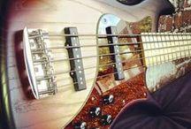 Bass guitars / Instruments