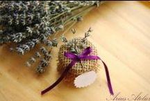 Marturii Botez sau Nunta / Mărturiile de botez reprezintă un mod elegant de a le mulțumi participanților la eveniment și de a le lăsa o amintire. Nu există reguli pentru alegerea mărturiei perfecte. Poate fi un borcănel cu șerbet sau cu miere de albine, poate fi compusă din câteva bomboane sau 2-3 biscuiți, poate fi un borcănel cu ceai, o jucărie sau un desen. Poate fi un obiect practic sau un simbol. Dar vă lăsăm pe dumneavoastră să vă inspiraţi şi să alegeți din sugestiile noastre.