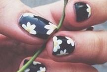Nails that ain't gon happen / Even though I'm too lazy to do my own nails, I can still dream!