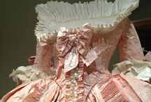 Paper Fashions / These stunning fashion creations were made using paper...how extraordinary!