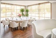 Grand Hotel Lubicz w Ustce / Specjalnie na zamówienie w fabrykach Pagedu powstały zabudowy barków w przedpokojach, wezgłowia łóżek i sprzęty pomocnicze. W obszernej restauracji na parterze wykorzystano krzesła należące do marki Paged Collection.