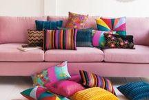 ROSE/PINK / La couleur rose s'apparente souvent à une couleur un peu mièvre, finis les a priori. L'emploi de la couleur rose s'accommode très bien dans les décors DESIGN et les ambiances décalées.