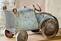 Jouets anciens, jeux anciens / on trouve encore dans les vide greniers de merveilleux trésors de cette époque ou le jouet était encore en bois ou en métal
