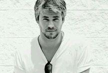 Chris Hemsworth / by Alejandra Carrillo