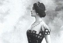 1910 / by Diana