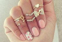 P r e t t y . J e w e l l e r y / Dainty, delicate jewellery