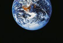 Fuera del planeta / Astronomía, universo, planetas, asterioides, cometas, extraterrestres, estrellas.